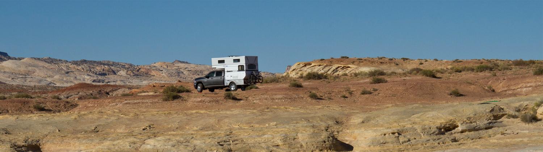 four-wheel-camper-flatbed-hawk-desert-camping-popup-utah-moab